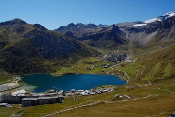 View of Tignes Le Lac lake