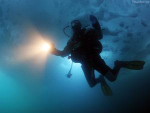 ice-diving-Tignes