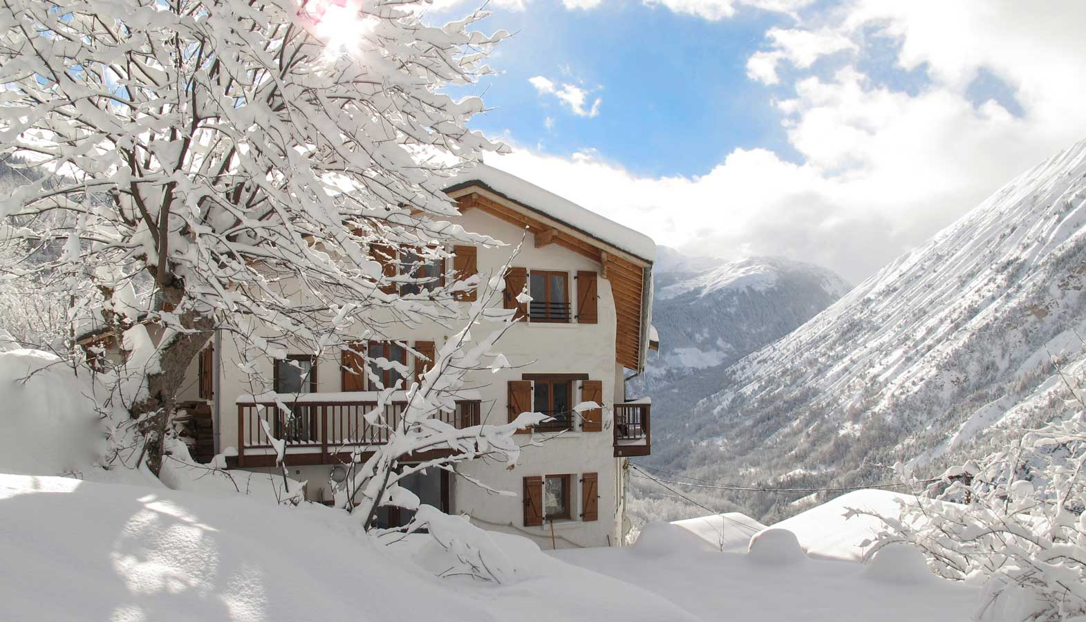 chalet-broski in the snow